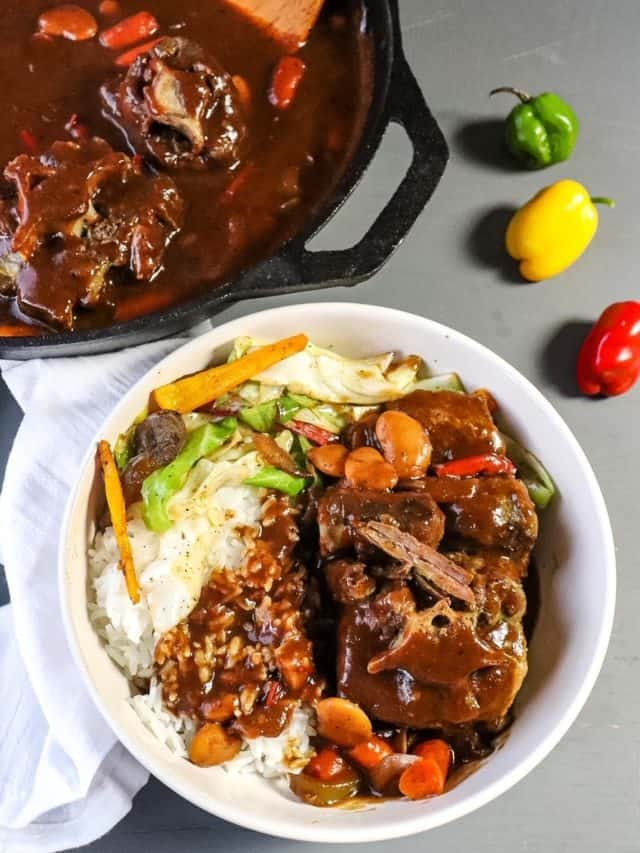 Oxtails Smothered in Red Wine Gravy